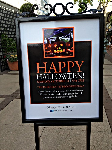 Happy Halloween @ Broadway Plaza