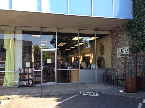swans-books-outside-walnut-creek-2