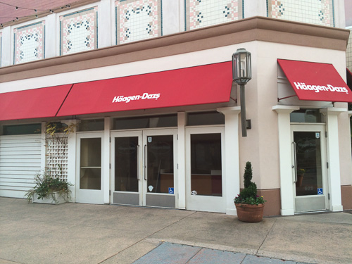 haagen-daaz-broadway-plaza-outside-closed