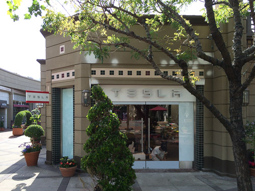 tesla-broadway-plaza-outside