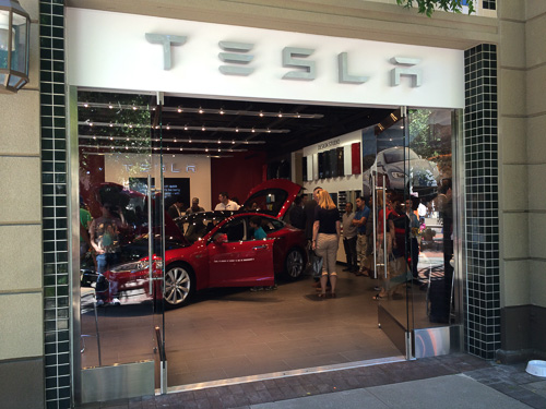 tesla-showroom-inside