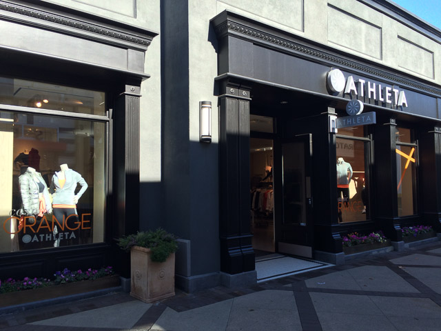 athleta-walnut-creek-outside