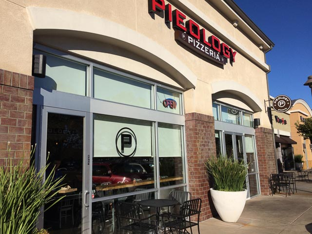 pieology-pizzeria-pleasant-hill-outside-1