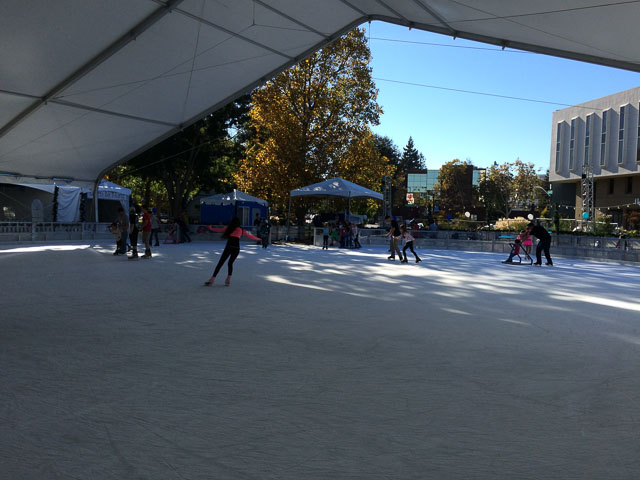 walnut-creek-ice-skating-outside
