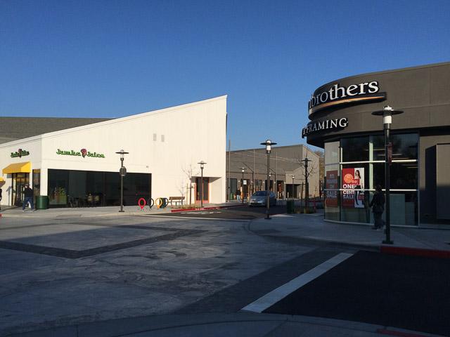 willows-shopping-center-thruway