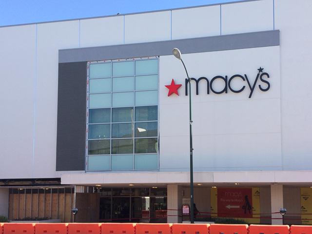 macys-broadway-plaza-window