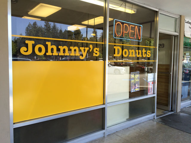 johnnys-donuts-lafayette-outside