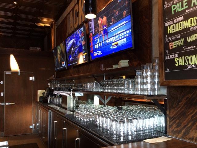 jacks-taps-inside-bar-pleasant-hill