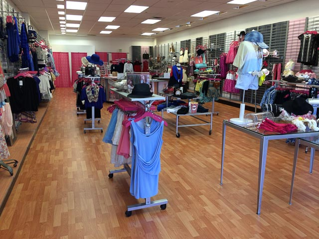 The girls and tween clothing store Un Deux Trois , that we learned