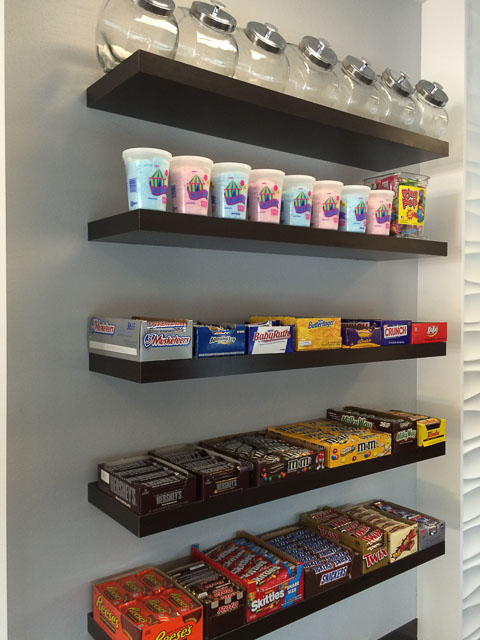 loards-ice-cream-concord-inside-candy