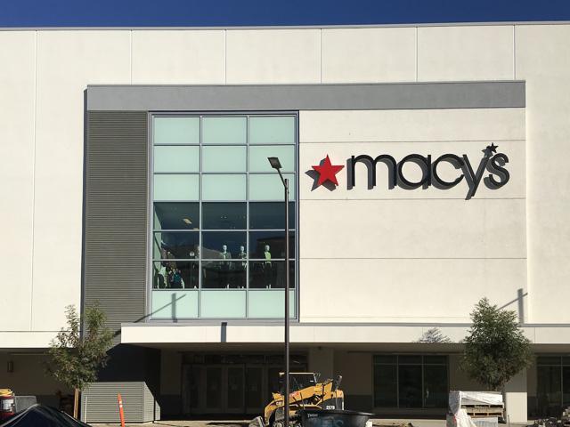 macys-broadfway-plaza-window