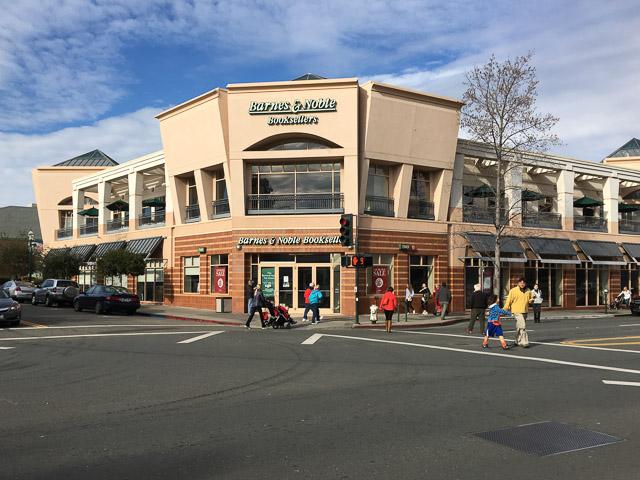 Barnes & Noble Closes In Walnut Creek