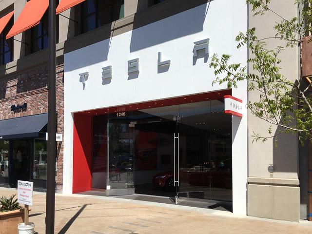 tesla-broadway-plaza-outside-new-space