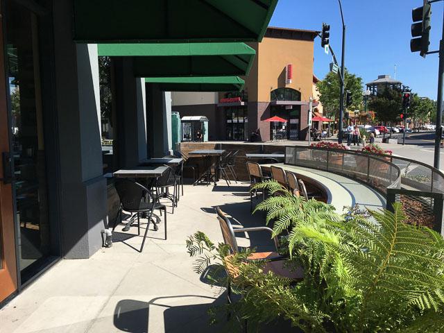 urban-plates-pleasant-hill-outside-patio-2