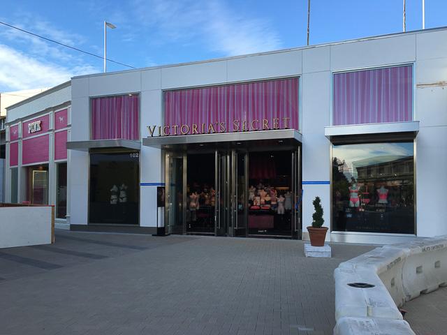 victorias-secret-broadway-plaza-pink-outside