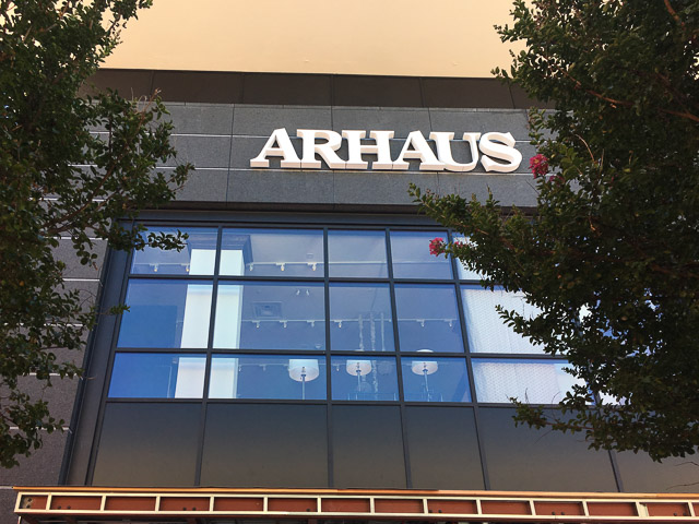 Arhaus Broadway Plaza Signage Outside