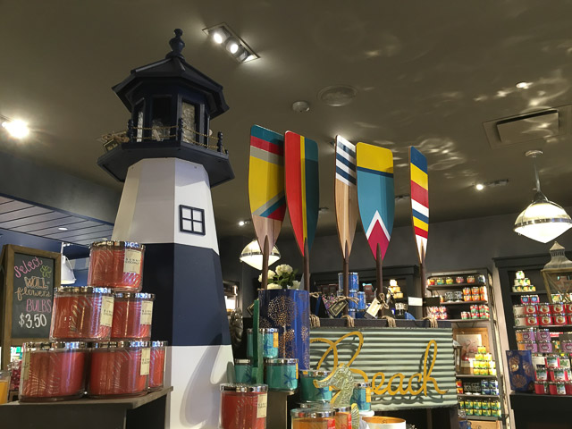 bath-bodyworks-broadway-plaza-inside-lighthouse