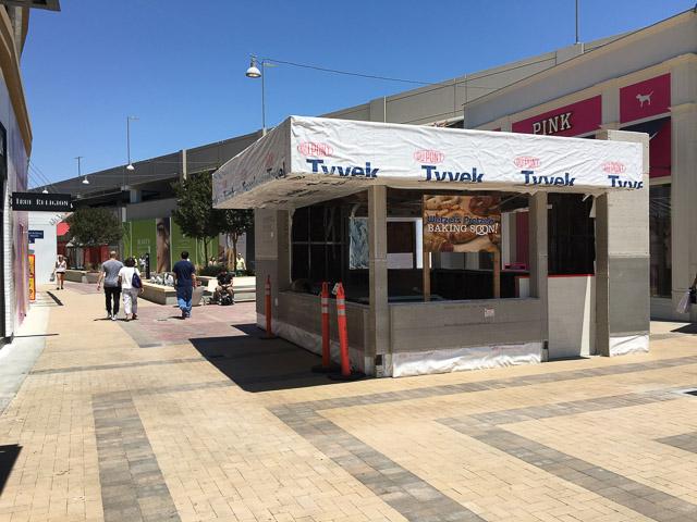 wetzels-pretzels-broadway-plaza-outside-dev