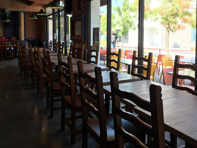 dos-coyotes-border-cafe-concord-inside-tables2