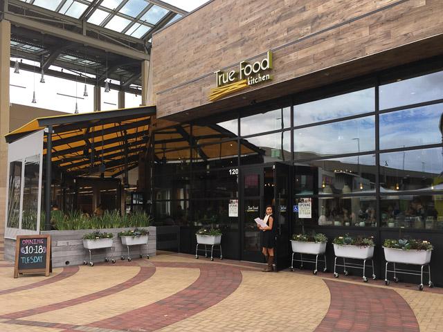 true-food-kitchen-broadway-plaza-outside