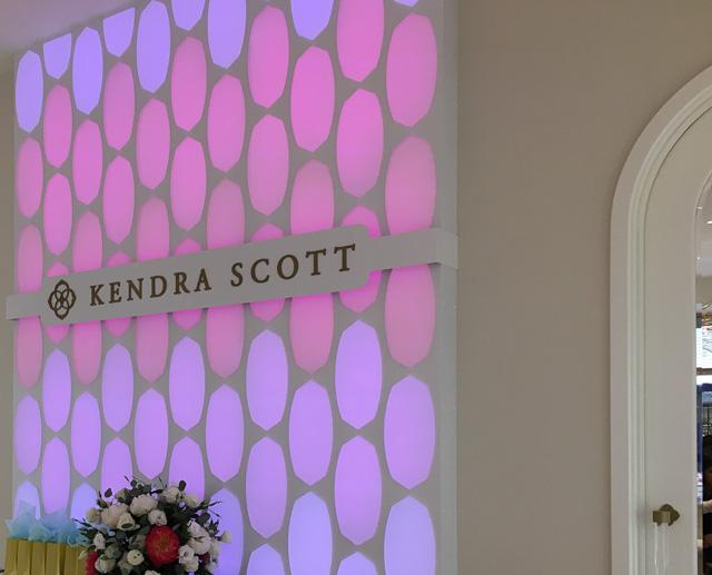 kendra-scott-broadway-plaza-inside
